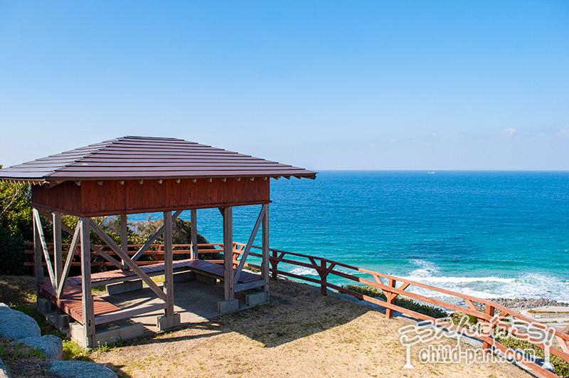 二見ヶ浦公園聖地の海を見渡せる休憩所