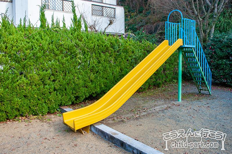 東入部1号公園の滑り台