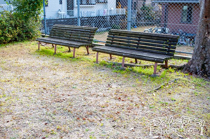 東入部2号公園のベンチ