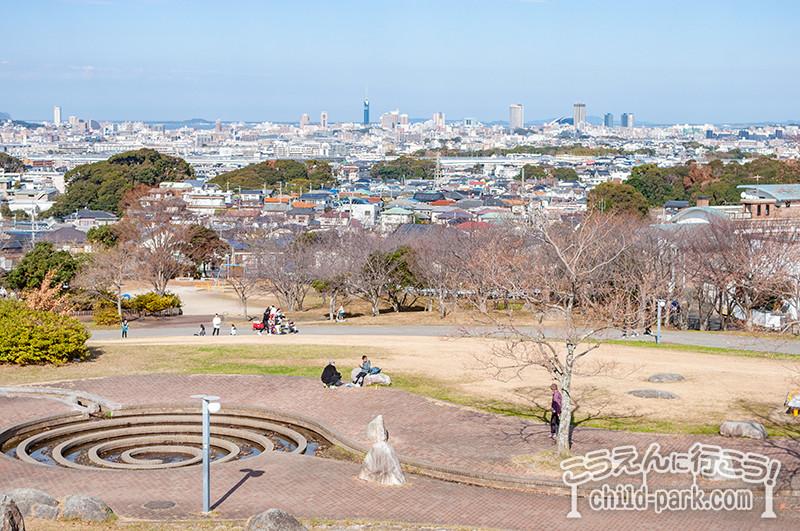 西油山中央公園の展望台から福岡市を一望