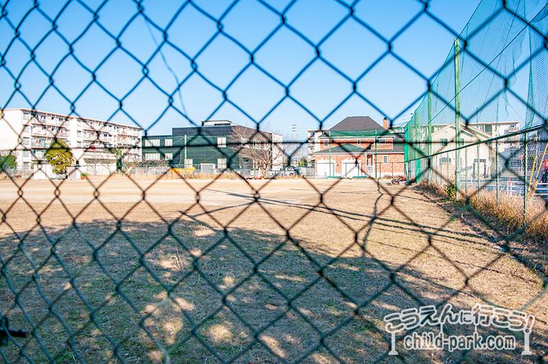 田村東公園の野球場