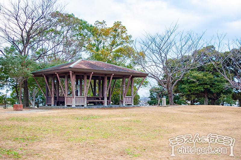 西部運動公園 芝生広場の休憩所