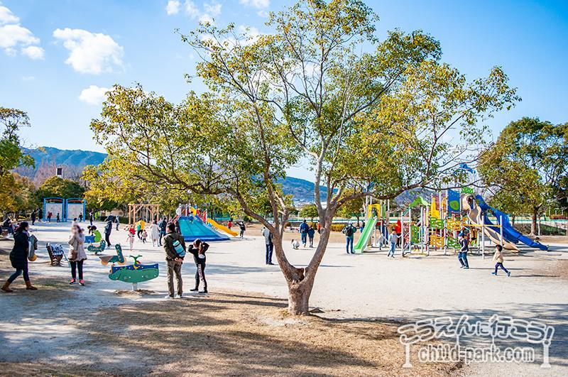 福岡市西部運動公園の遊具広場